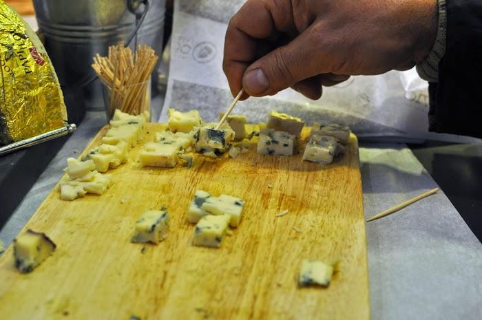 Gourmet Market in Madrid: Mercado de San Antón | Wanderwings.com