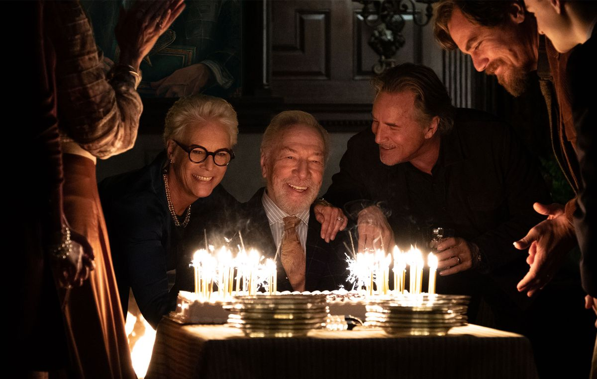Harlan Thrombey's (Christopher Plummer) gathers around him as he blows out his birthday cake.