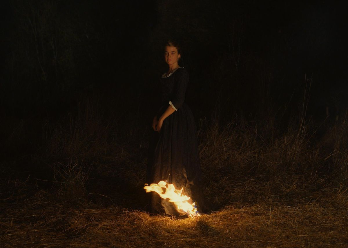 The hem of Héloïse's (Haenel) dress catches on fire.
