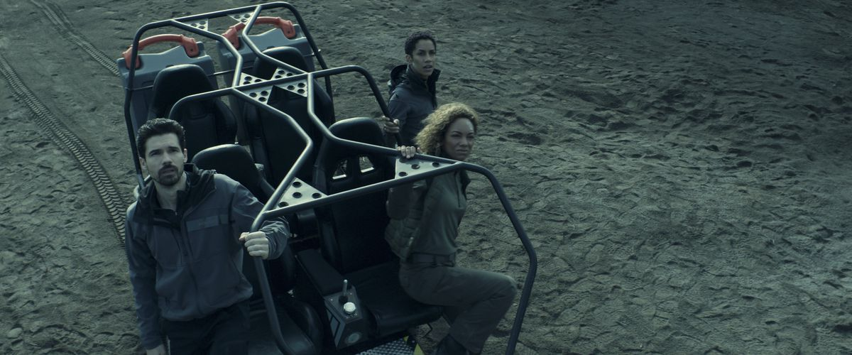 Holden and Naomi ride out to a weird alien structure with a member of the RCE's science team.