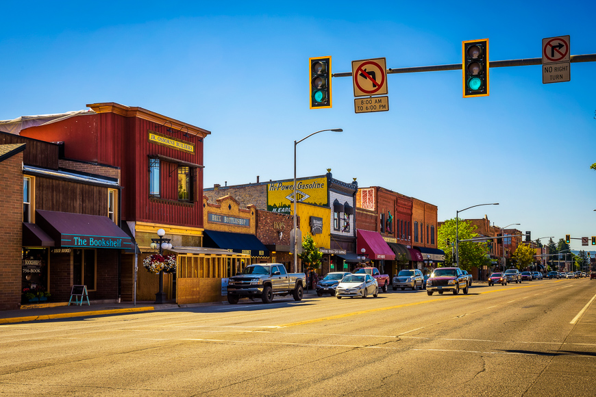 Scenic street view with shops and restaurants in Kalispell, Montana.