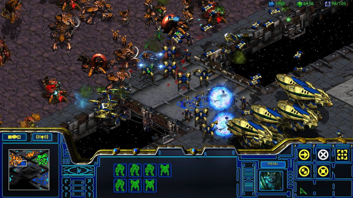 Zerg and Protoss battle in a screenshot of StarCraft: Remastered