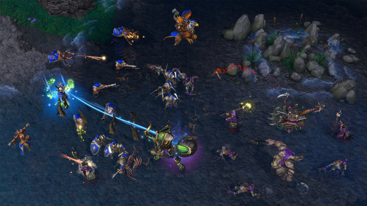 Warcraft 3: Reforged - Humans and undead skirmish on the battlefield.