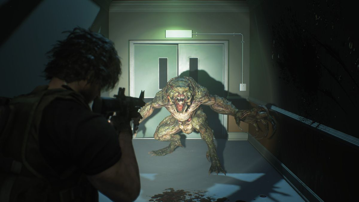 Carlos Oliveira aims his assault rifle at a Hunter in a screenshot from Resident Evil 3 remake