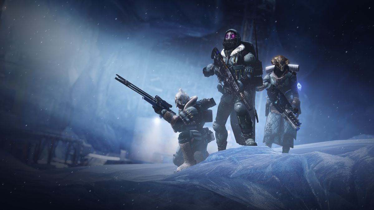 Destiny 2: Beyond Light Guardians pose with new weapons
