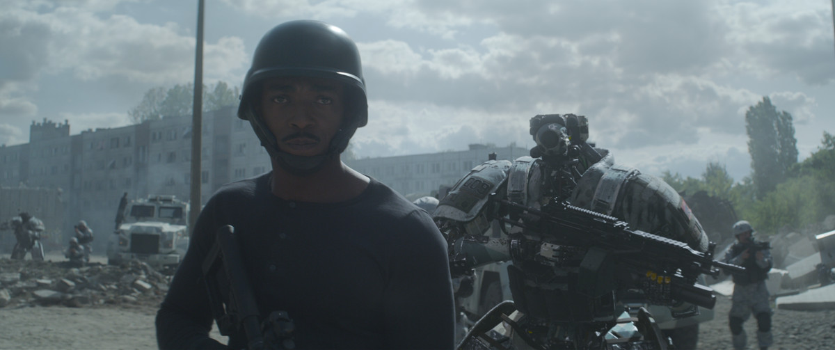 Anthony Mackie and robo-friend in Outside the Wire