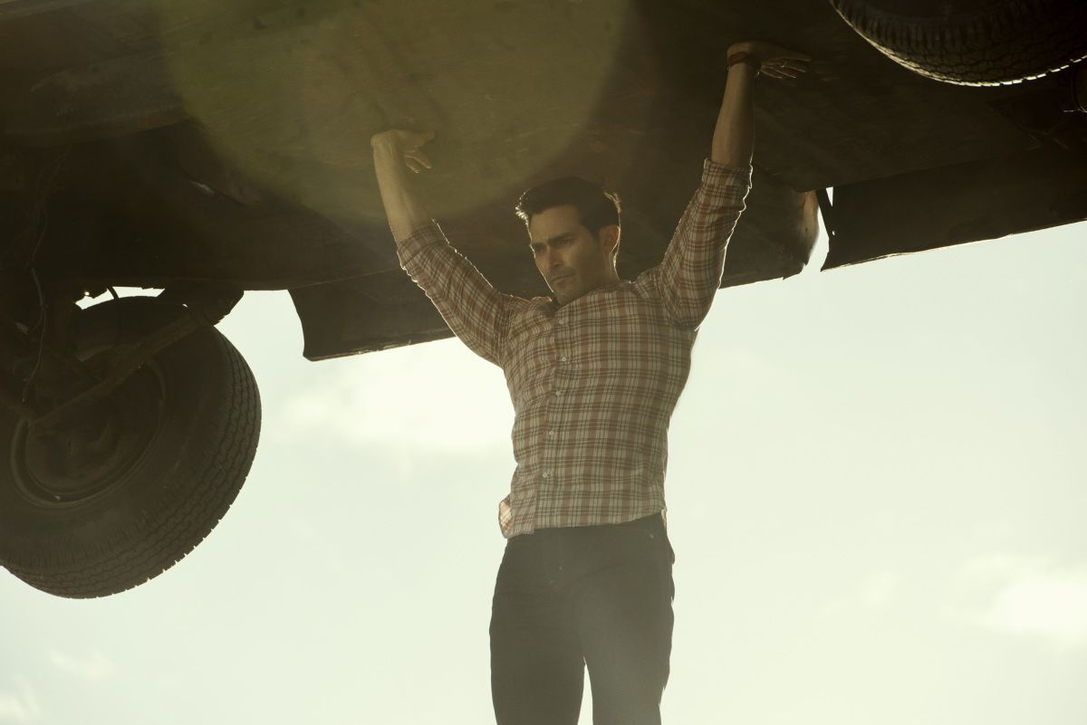 Tyler Hoechlin as Clark Kent holds a truck up over his head in Superman & Lois